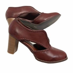 Shoes - Classic retro look cut out slip on shoes HW1